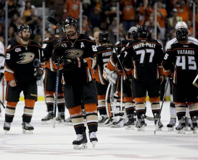 Anaheim Ducks right wing Teemu Selanne skates off after their loss against the Los Angeles Kings during Game 7 of an NHL hockey second-round Stanley Cup playoff series in Anaheim, Calif., Friday, May 16, 2014