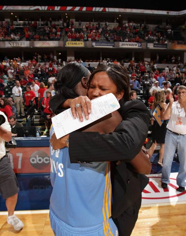 Sky headed to WNBA Finals after beating Fever