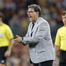 Martino lauds 'connection' between Neymar and Messi