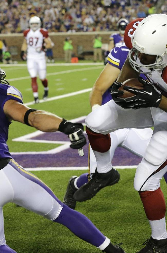 Arizona Cardinals tight end Darren Fells (85) catches a 1-yard touchdown pass in front of Minnesota Vikings outside linebacker Chad Greenway (52) during the first half of an NFL preseason football game, Saturday, Aug. 16, 2014, in Minneapolis