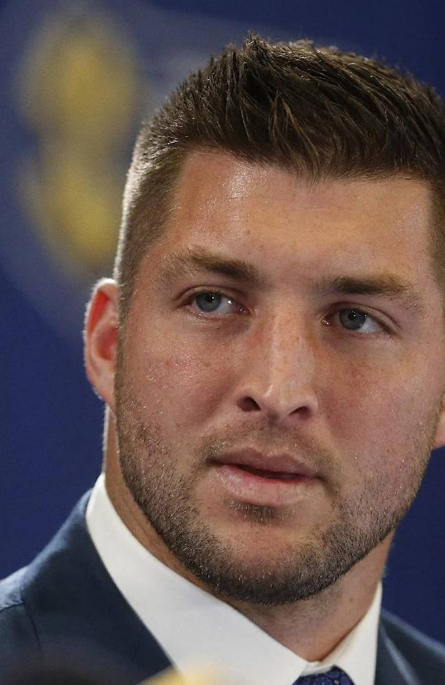 Eagles personnel chief says Tebow has improved