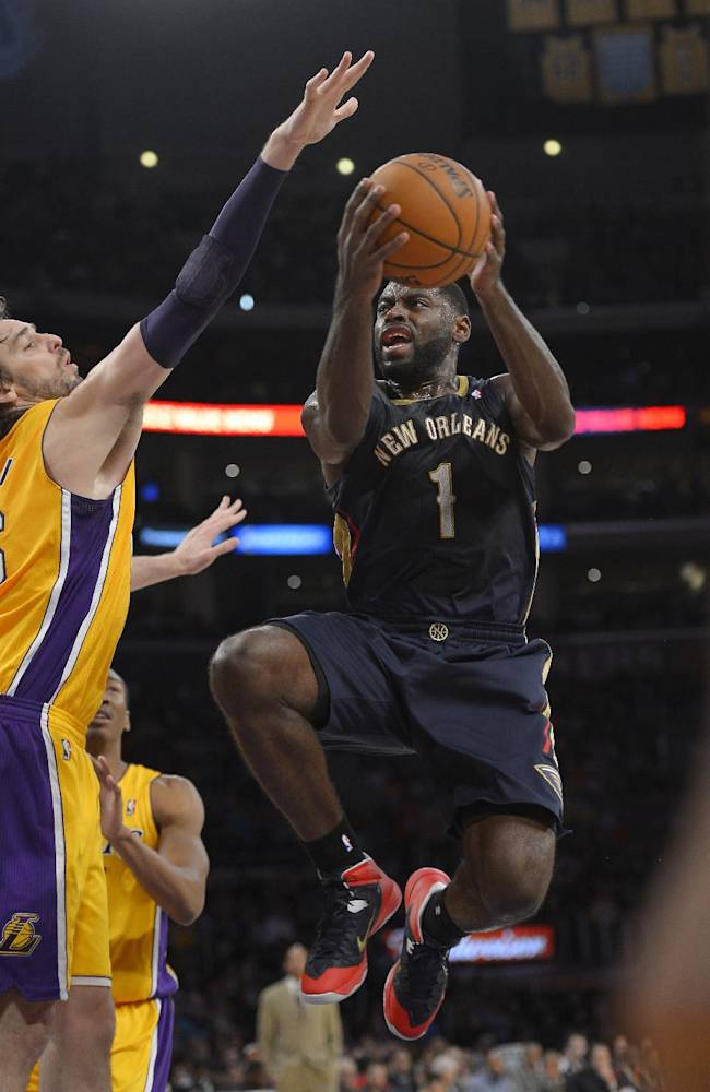 New Orleans Pelicans guard Tyreke Evans, right, puts up a shot as Los Angeles Lakers center Pau Gasol, of Spain, defends during the first half of an NBA basketball game, Tuesday, Nov. 12, 2013, in Los Angeles
