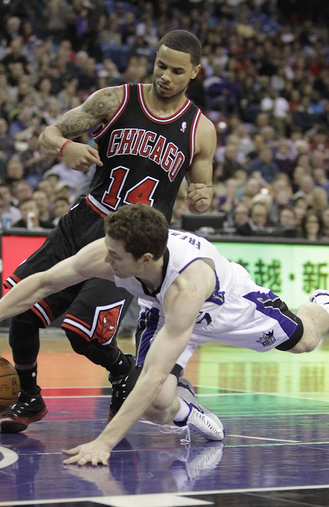 Sacramento Kings guard Jimmer Fredette, right, dives after the ball against Chicago Bulls guard D.J. Augustin, during the fourth quarter of an NBA basketball game in Sacramento, Calif., Monday, Feb. 3, 2014. The Kings won 99-70
