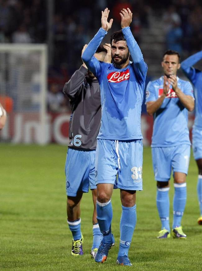 Napoli's Raul Albiol, center, along with other teammates acknowledge applause from supporters at the end of their Champions League Group F soccer match against Olympique de Marseille at the Velodrome stadium in Marseille, southern France, Tuesday, Oct. 22, 2013