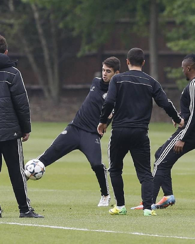 Chelsea players kick a ball during a training session at Cobham in England Tuesday, April 29, 2014. Chelsea will play in a Champions League semifinal second leg soccer match against Atletico Madrid on Wednesday