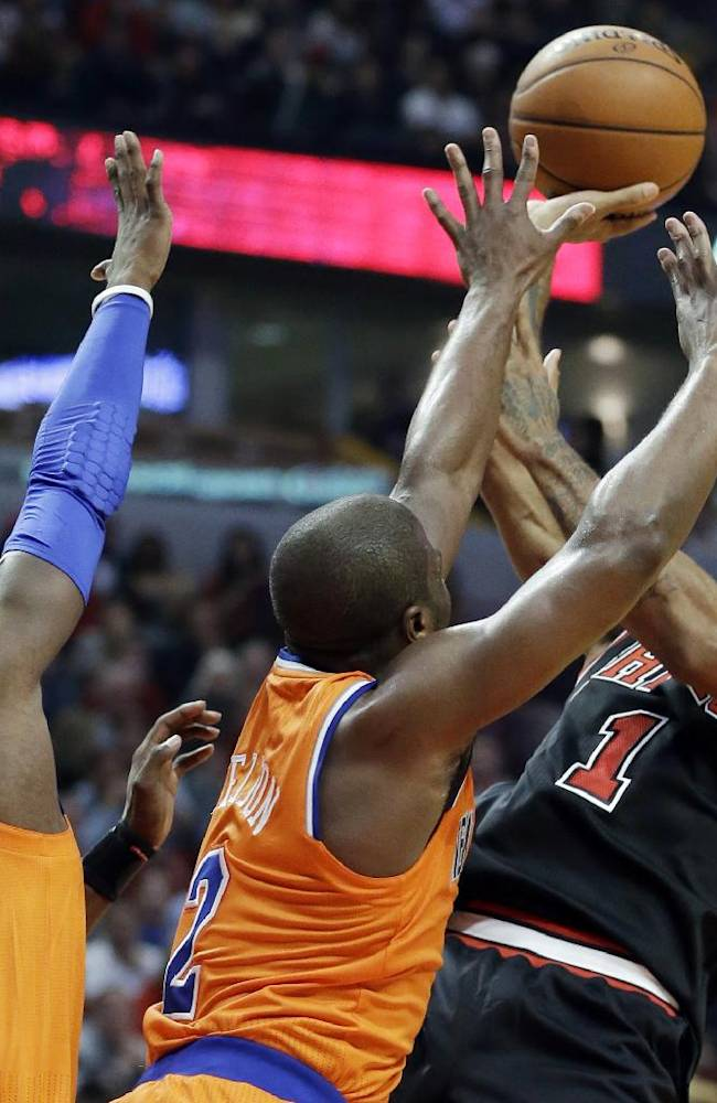Rose floater lifts Bulls to 82-81 win over Knicks