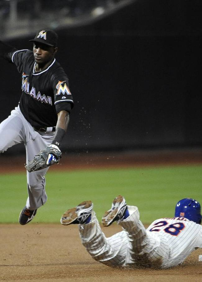New York Mets' Daniel Murphy (28) steals second base as Miami Marlins shortstop Adeiny Hechavarria misses the throw in the first inning of Game 2 of a baseball doubleheader at Citi Field, Saturday, Sept. 14, 2013, in New York