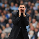 Sunderland's manager Gustavo Poyet shouts instructions during the English Premier League soccer match between Manchester City and Sunderland at The Etihad Stadium, Manchester, England, Wednesday, April 16, 2014