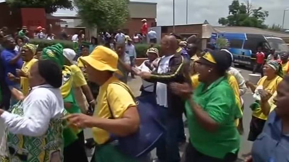 With song and dance, a farewell to Mandela in Soweto