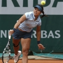 China's Li Na serves the ball to Bethanie Mattek-Sands, of the U.S, during their second round match of the French Open tennis tournament at the Roland Garros stadium Thursday, May 30, 2013 in Paris. (AP Photo/Michel Spingler)