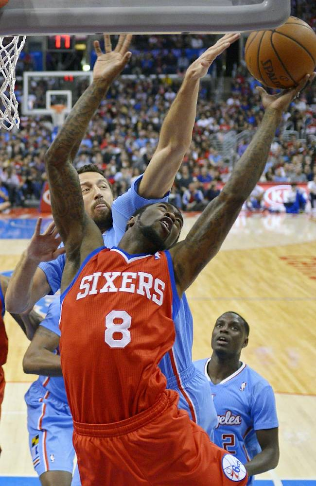 Paul returns in Clippers' 123-78 rout of 76ers