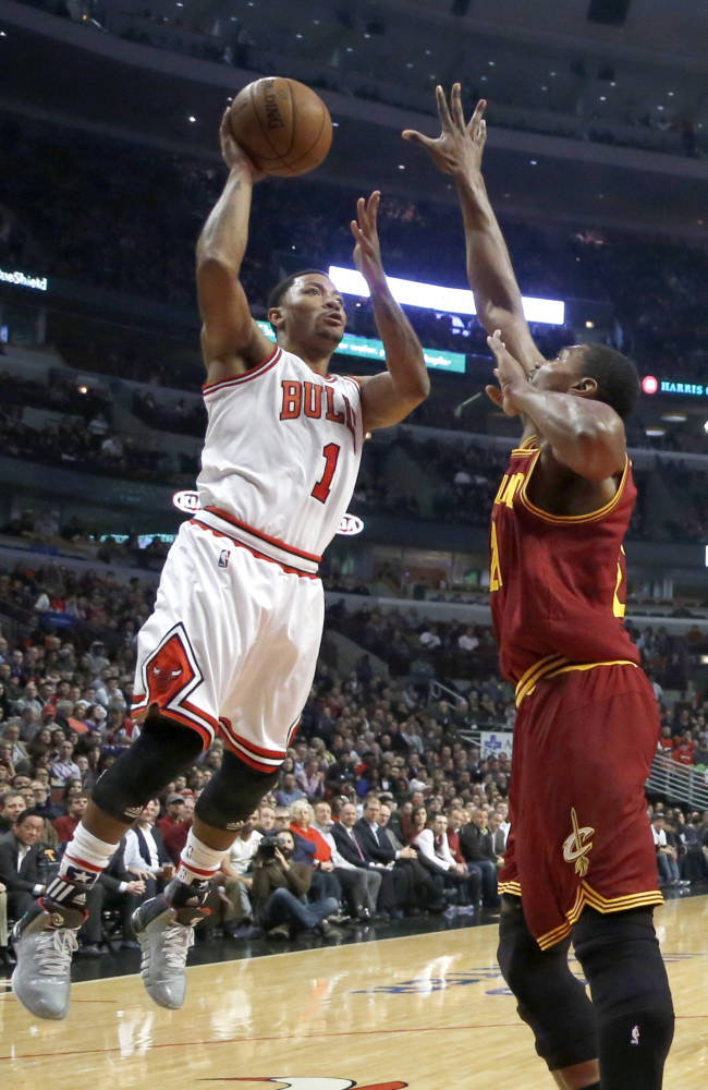 Rose departs Bulls' victory with hamstring injury