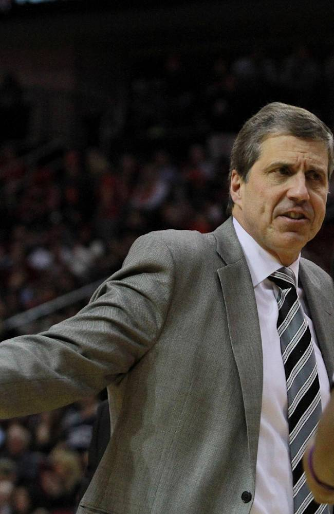 Washington Wizards head coach Randy Wittman argues a call with a referee during an NBA basketball game against the Houston Rockets the second half in Houston, Wednesday, Feb. 12, 2014