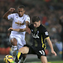 Swansea City's Wayne Routledge and Tottenham Hotspur's Ben Davies, right, chase the ball during their English Premier League soccer match at the Liberty Stadium, Swansea, Sunday Dec. 14, 2014. (AP Photo / Nick Potts, PA)