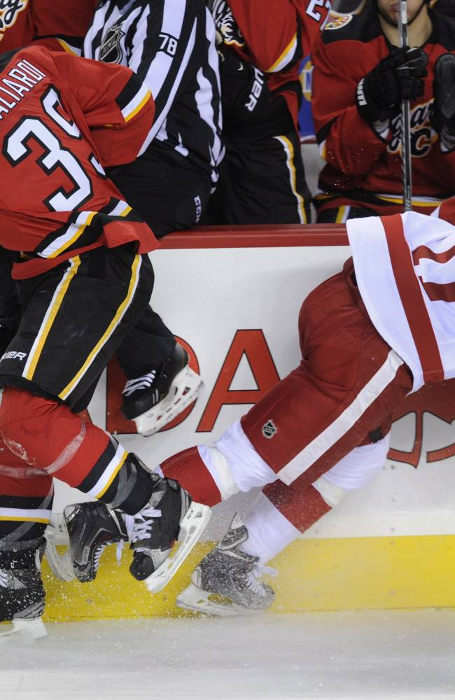 Abdelkader's late goal lifts Red Wings over Flames