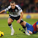Everton s Leon Osman, left, and Crystal Palace s Mile Jedinak vie for the ball during the English Premier League match at Selhurst Park, London, Saturday, Nov. 9, 2013