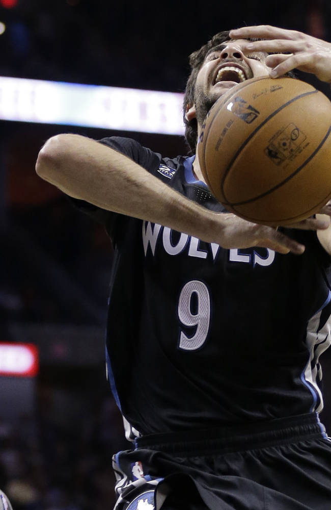 Minnesota Timberwolves' Ricky Rubio, right, looses control of the ball after he was fouled by San Antonio Spurs' Tony Parker, left, of France, during the second half on an NBA basketball game, Sunday, Jan. 12, 2014, in San Antonio