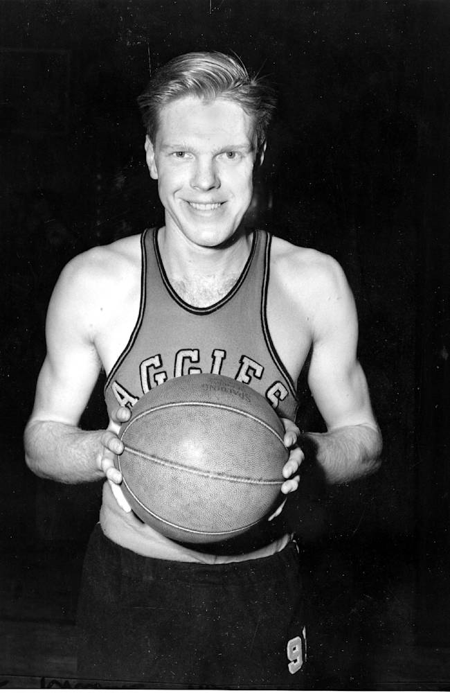 In this March 25, 1946, file photo, former Oklahoma State college basketball All-American Bob Kurland poses for a photo at Madison Square Garden in New York. School spokesman Mike Noteware said Monday, Sept. 30, 2013 that Kurland died in his sleep Sunday following a lengthy illness. He was 88. (AP Photo, File)