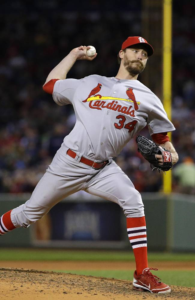 Closer Axford, Indians reach terms on contract