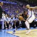 Memphis Grizzlies' Mike Conley, center, looks for an opening against Oklahoma City Thunder Derek Fisher, right, as Grizzlies head coach Lionel Hollins, left, watches during the first half of Game 2 of their Western Conference semifinal NBA basketball playoff series, Tuesday, May 7, 2013, in Oklahoma City. (AP Photo/Tony Gutierrez)