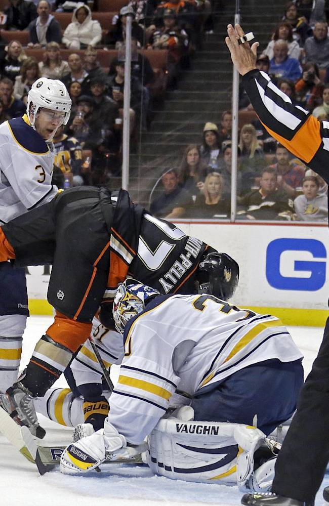 Getzlaf's hat trick in 1st leads Ducks past Sabres