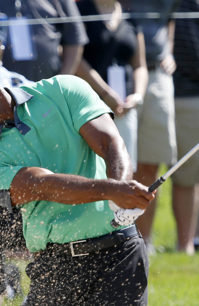 Snedeker zooms out in front at BMW; Tiger 3 back