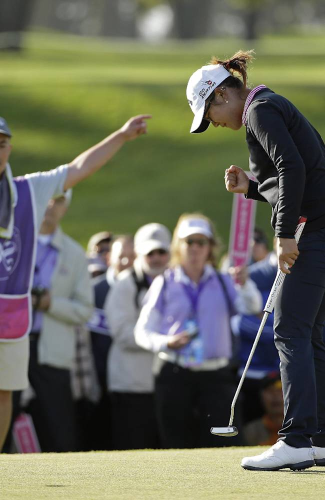 Lydia Ko holds off Lewis to win Swinging Skirts