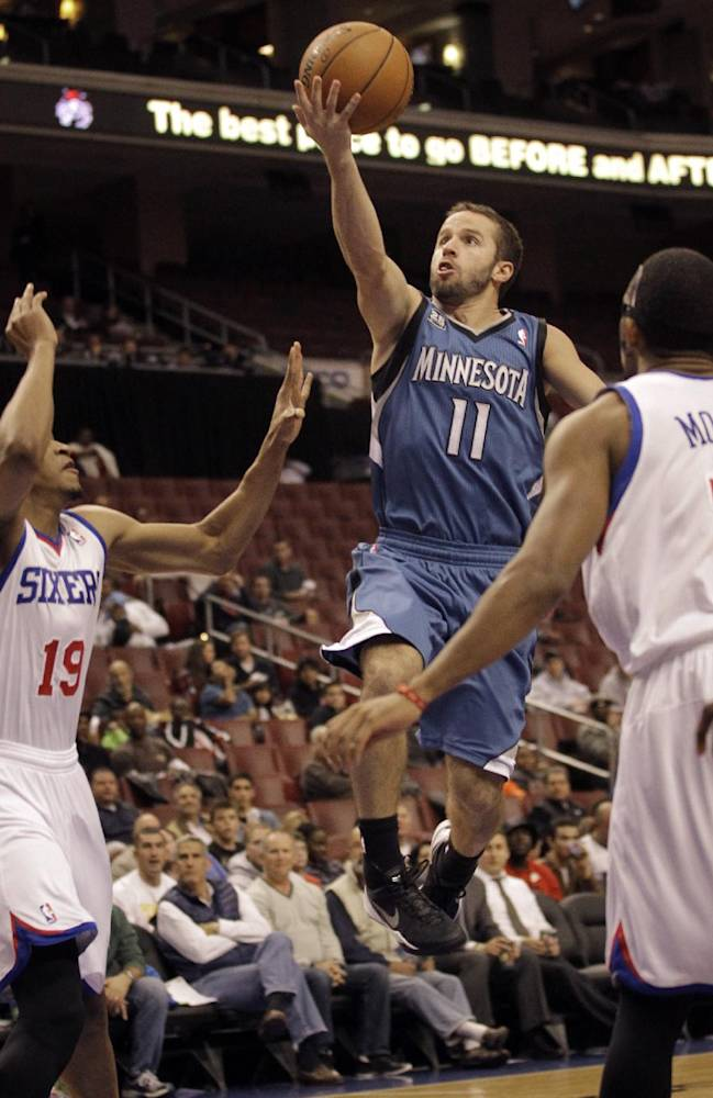 Minnesota Timberwolves' Jose Barea, center, drives to the basket past Philadelphia 76ers' Rodney Williams, left, and Darius Morris in the first half of a preseason NBA basketball game, Wednesday, Oct. 23, 2013, in Philadelphia