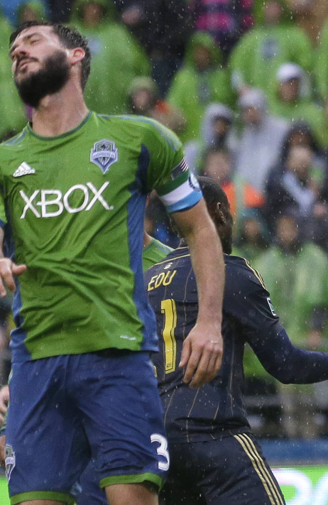 Marshall helps Sounders rally past Union 2-1