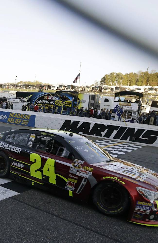 Gordon grabs 1st win of season at Martinsville
