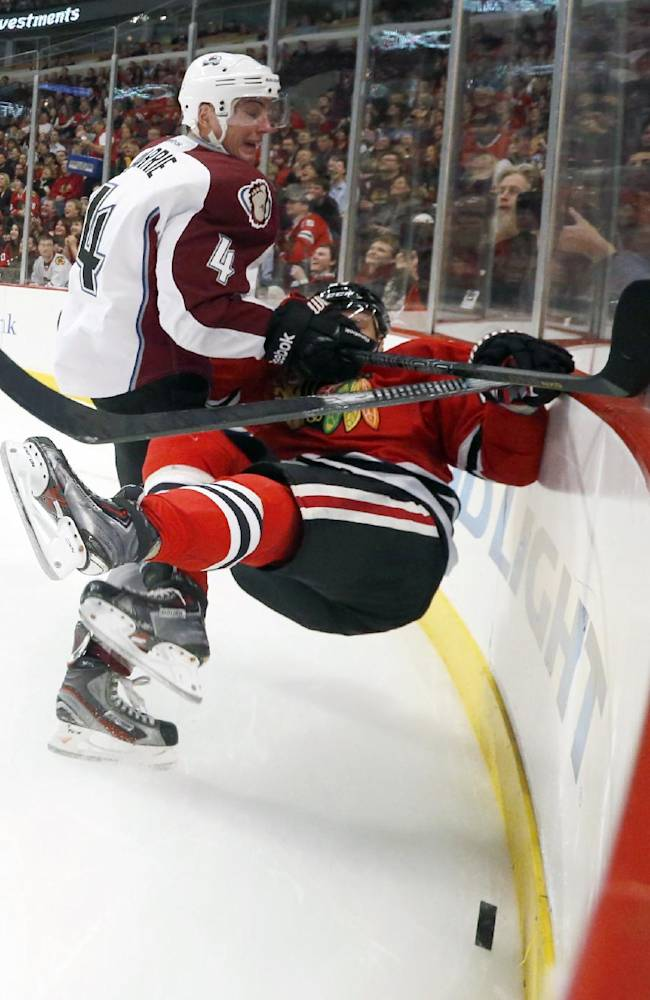 Sharp, Toews lead Blackhawks past Avalanche 7-2