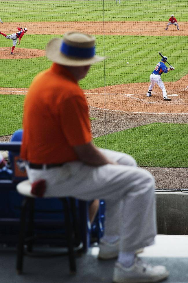 An usher watches as Washington Nationals pitcher Drew Storen throws to New York Mets' Eric Campbell, right, in the eighth inning of an exhibition spring training baseball game, Thursday, March 27, 2014, in Port St. Lucie, Fla