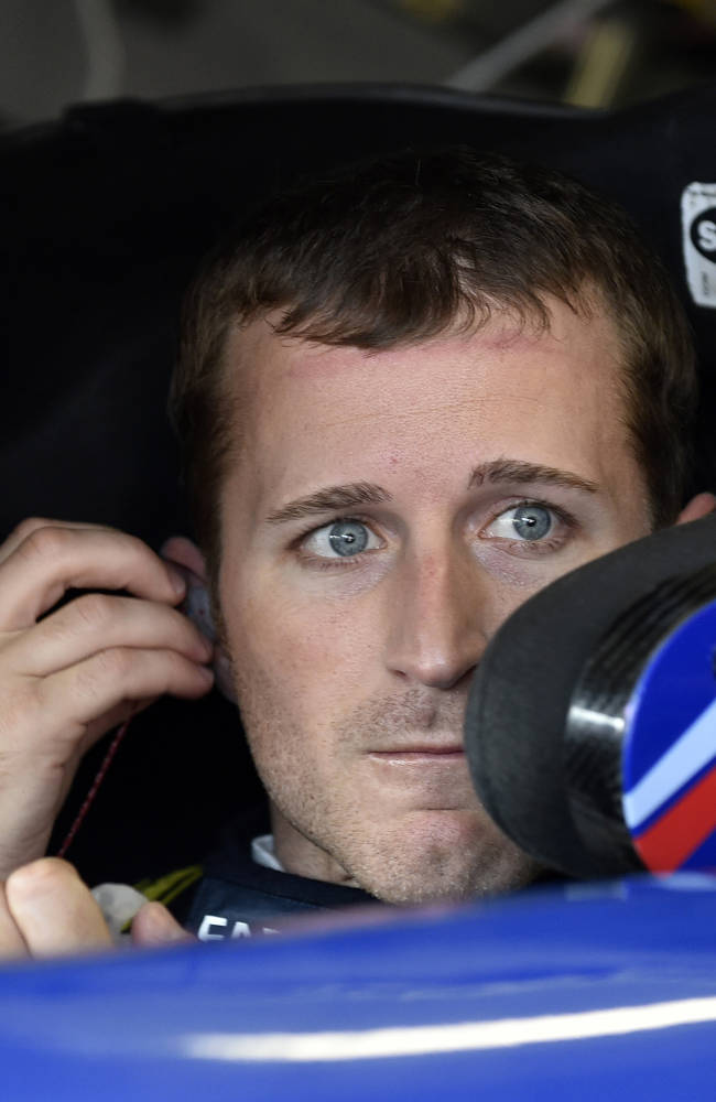 Hendrick gives Kahne 3-year contract extension