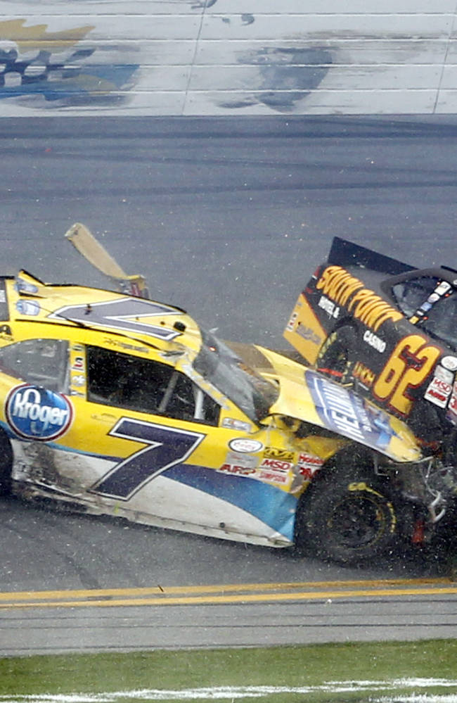 Kyle Busch breaks right leg in crash at Daytona