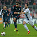 Bayern's Javier Martinez, left, and Manchester City's Alvaro Negredo, right, challenge for the ball during the Champions League group D soccer match between FC Bayern Munich and Manchester City, in Munich, southern Germany, Tuesday, Dec. 10, 2013