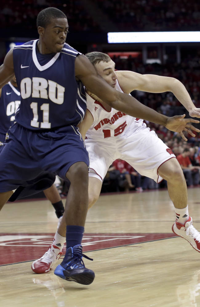Kaminsky helps Wisconsin beat Oral Roberts 76-67