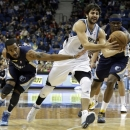 Memphis Grizzlies' Mike Conley, left, and Zach Randolph, right, try to get at the ball as Minnesota Timberwolves' Ricky Rubio, center, of Spain, drives in the first quarter of an NBA basketball game on Saturday, March 30, 2013, in Minneapolis. (AP Photo/Jim Mone)