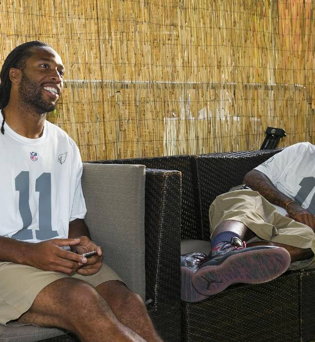 Arizona Cardinals wide receiver Larry Fitzgerald, left, and Philadelphia Eagles wide receiver DeShawn Jackson chat in the green room during the NFL football Pro Bowl draft, Wednesday, Jan. 22, 2014, in Kapolei, Hawaii