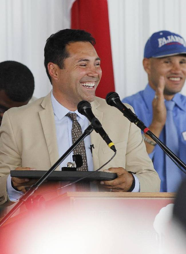 International Boxing Hall of Fame 2014 inductee Oscar De La Hoya looks out to the crowd during the Hall of Fame Induction ceremony in Canastota, N.Y, Sunday, June 8, 2014