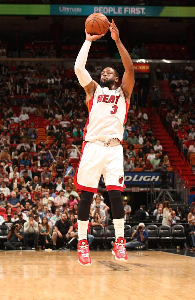AP Interview: Wade chooses to stay with Heat
