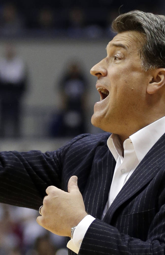 St. John's head coach Steve Lavin calls a play in the second half of an NCAA college basketball game against Xavier, Tuesday, Dec. 31, 2013, in Cincinnati. Xavier won 70-60
