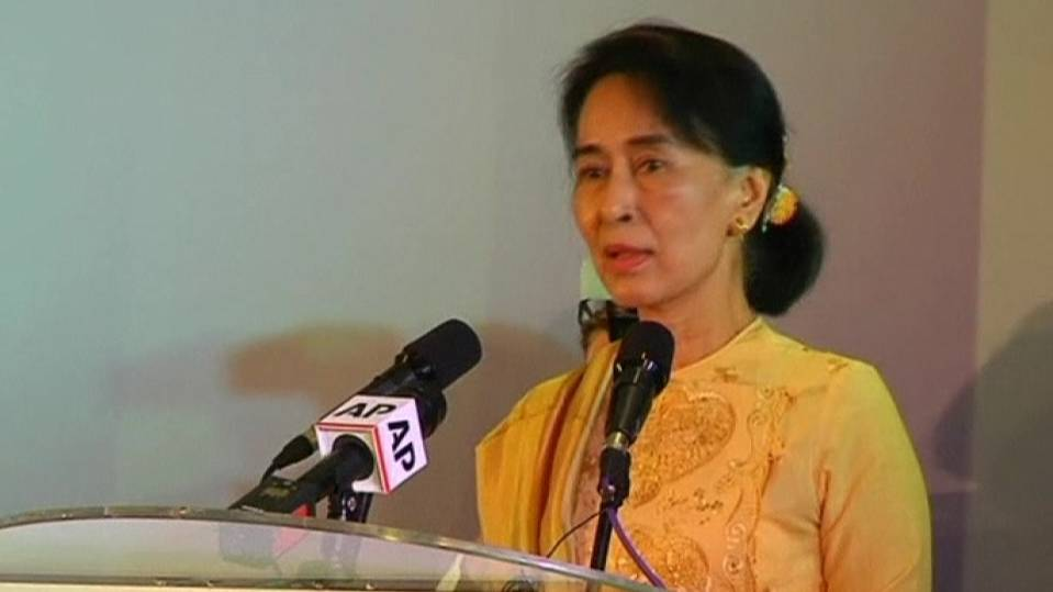 Myanmar's Suu Kyi says Mandela raised the standard of humanity