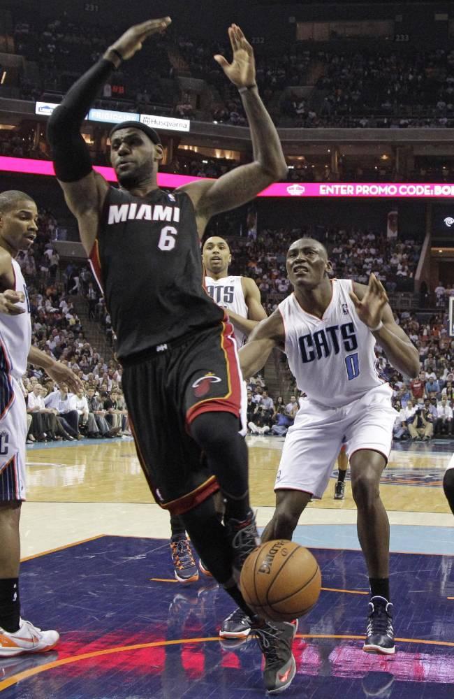 James, Heat complete sweep of Bobcats, 109-98
