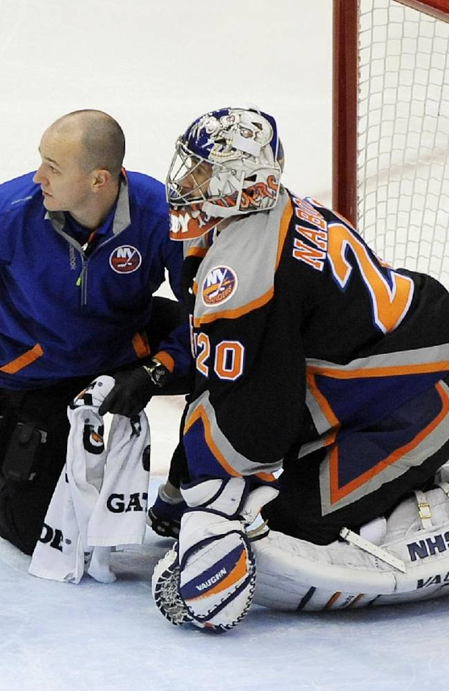 Islanders G Nabokov hurts groin on 1st shot faced