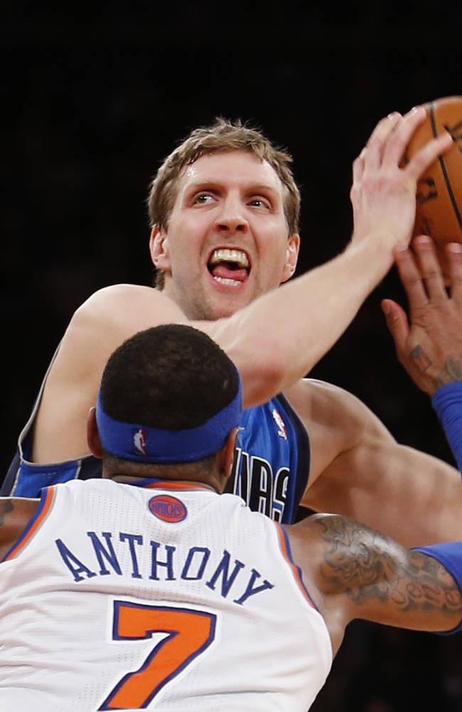 Mavs beat Knicks on Nowitzki's lucky-bounce jumper