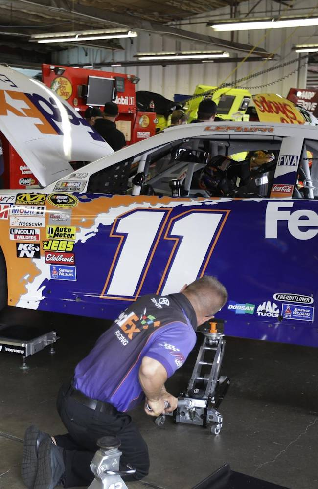 Hamlin changes paint scheme to honor Leffler