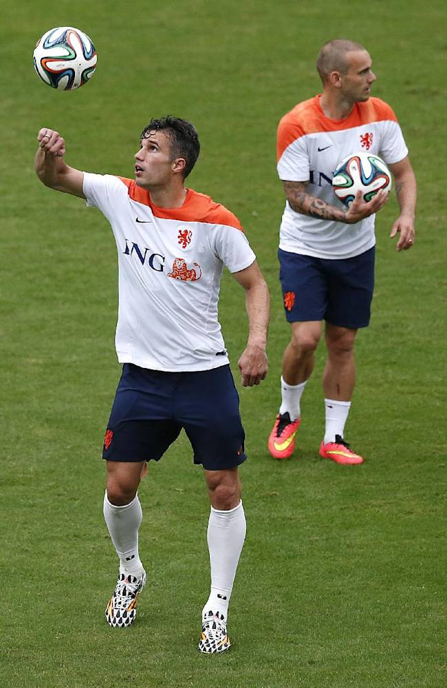 Robin van Persie, left,  and Wesley Sneijder, right, of the Netherlands are seen during a training session in Rio de Janeiro, Brazil, Tuesday, June 10, 2014.  The Netherlands play in group B of the 2014 soccer World Cup