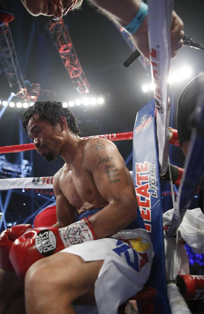 Pacquiao signs new contract, fights in November