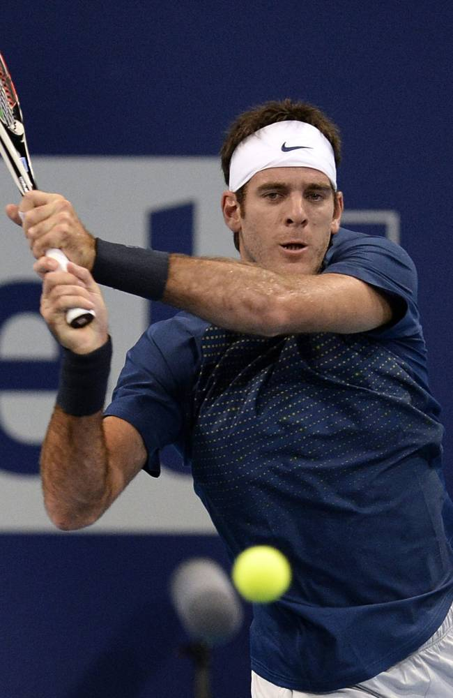 Federer rallies past Istomin at Swiss Indoors