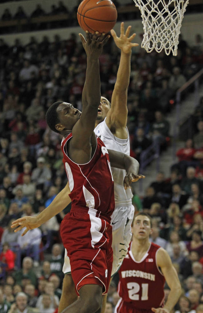 No. 20 Wisconsin rallies to beat Green Bay 69-66